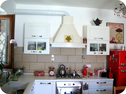 Una cucina country vintage il sito di roberta cucito for Cappa cucina senza tubo