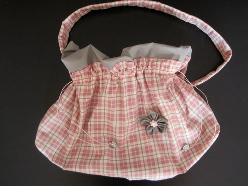 Idee Creative Cucito : Cucito creativo come fare una borsetta a sacchetto ed un fiore di