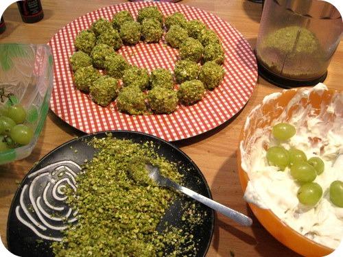 palline di uva, gorgonzola, pistacchi